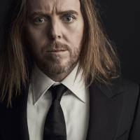 180605_TimMinchin_Shot_01_0188_R1 resize.jpg